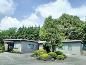 管理棟(管理事務所/法事会館『杉並木ホール』)